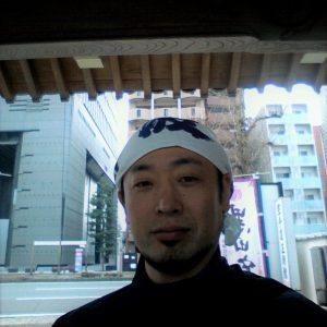圓應寺の修行はどこの寺院とも共通。1掃除2読経3学問。人は嘘をつく。けれどせめて仏さまの前での嘘は厳格に指導です。